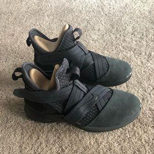 Nike Lebron Soldier sneakers size 7 NIB